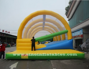 Adults hit n run outdoor inflatable obstacle course