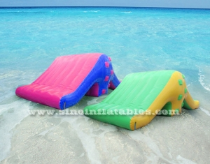 Airtight pool edge inflatable ramp slide