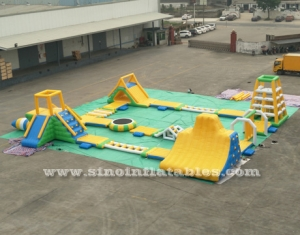 giant inflatable loating water park